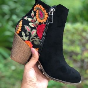 Shoes - Black Floral embroidered zipper Ankle Bootie